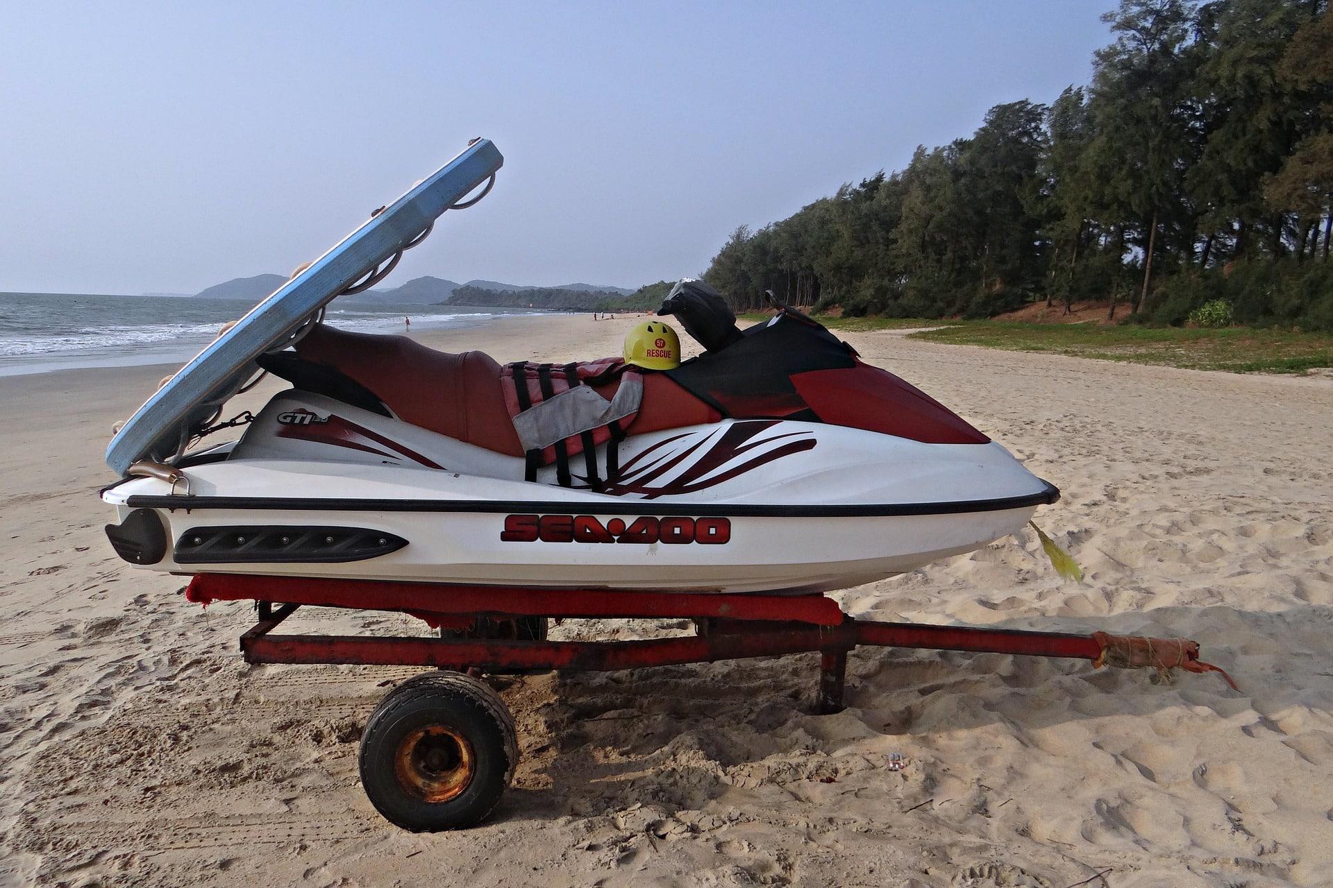 水上バイクの牽引トレーラーは任意保険で賠償部分のみ補償される